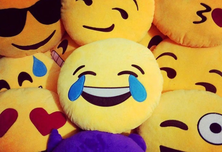 faccine di facebook emoticon reaction emoji