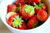 fresas, mojito de fresas y albahaca