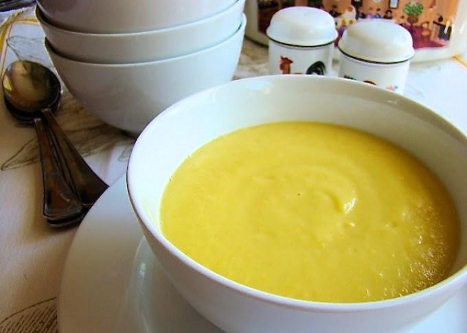 yellow squash soup, bowl of yellow squash soup