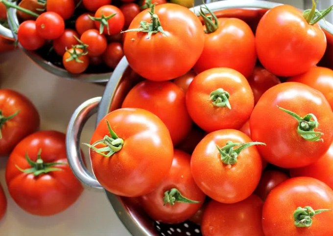 tomatoes to make tomato and rosemary soup