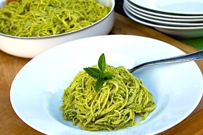 Vermicelli con pesto alla genovese, pesto verde, pesto de albahaca y piñones, pasta con pesto