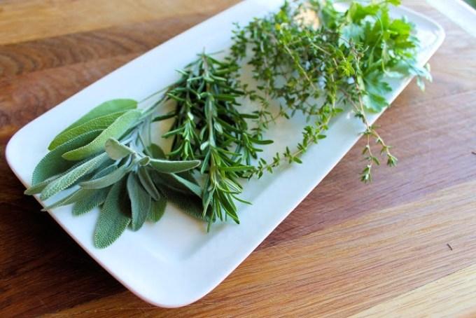 Mantequilla con hierbas y ajo - SAVOIR FAIRE by enrilemoine