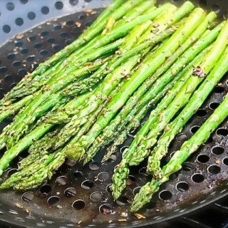 Grilled asparagus with truffle oil - SAVOIR FAIRE by enrilemoine