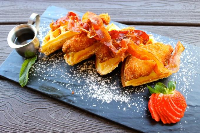 waffles con tocino, waffles con tocineta, brunch en dolores lolita