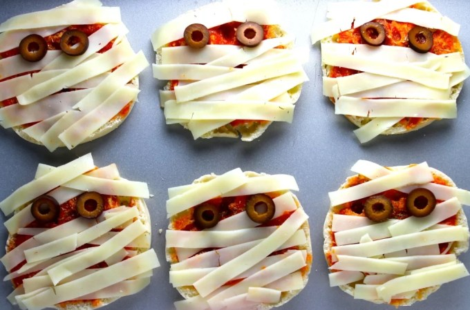 Mummy mini pizzas for Halloween