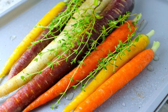 Zanahorias asadas con tomillo, zamahorias multicolores