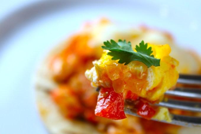 Huevos domingueros a la cazuela -savoir-faire-by-enrilemoine
