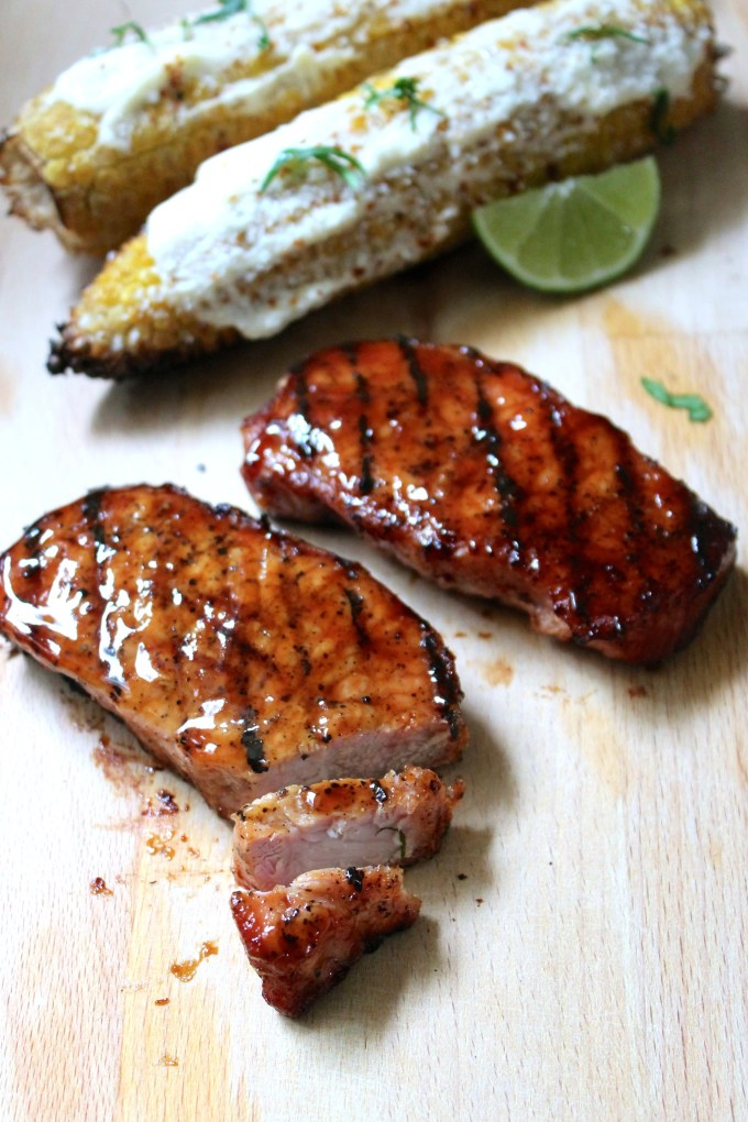 grilled boneless pork chops with BBQ sauce, pork chops, boneless pork chops, elotes callejeros, mexican style corn