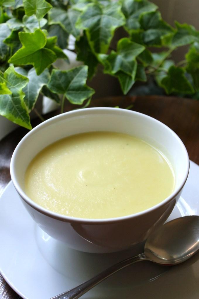leek & potato soup, bowl of soup, creamy soup