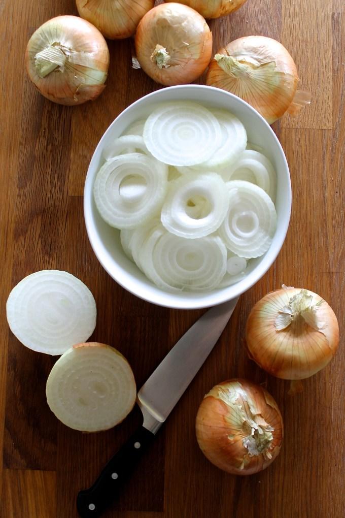 Vidalia onions to make vidalia onion quiche