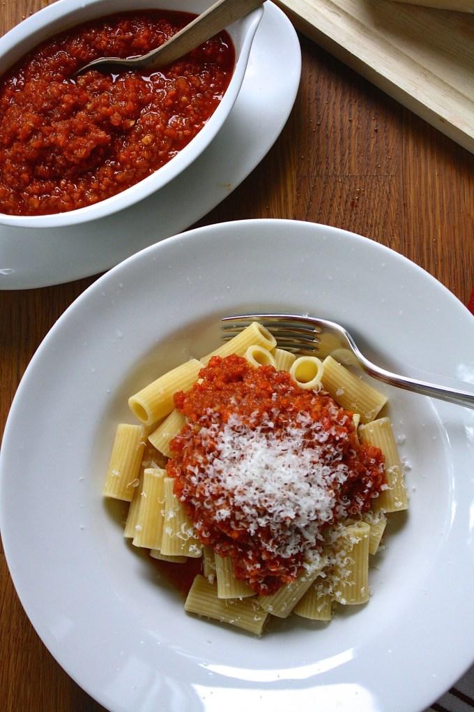 Rigatoni con falsa salsa boloñesa