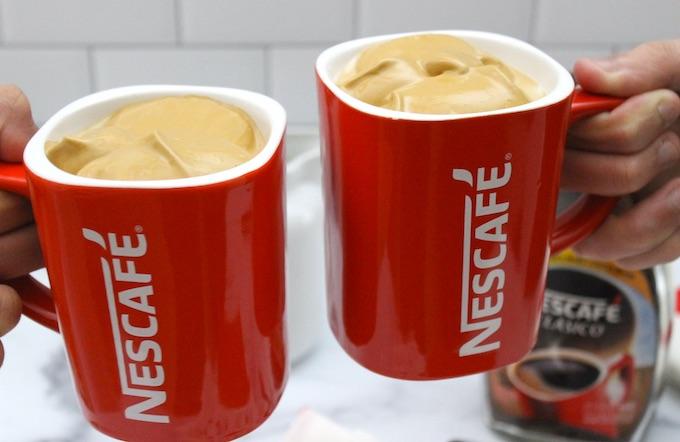 Dos tazas de Nescafé