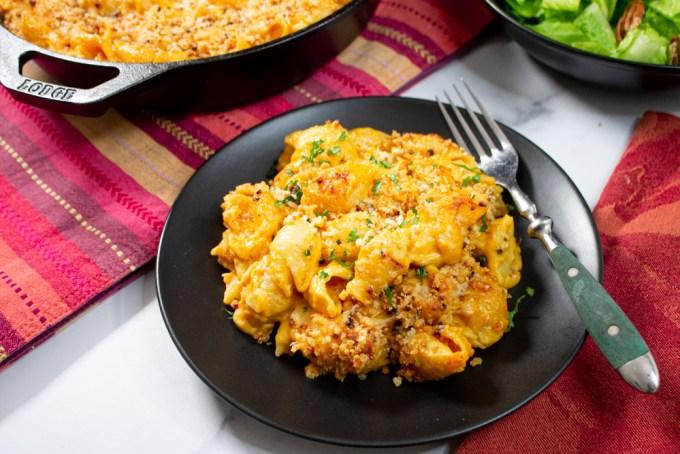 macarrones con queso servidos
