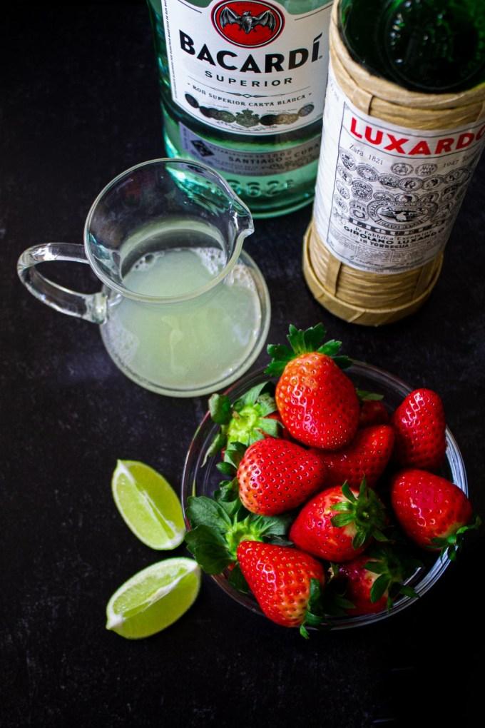Ingredientes para hacer daiquirí de fresas