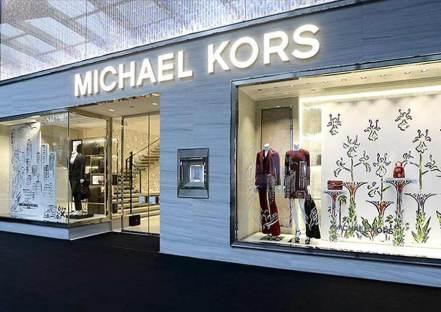 e5b5bd88fdad9 De acuerdo con el comunicado de prensa emitido por Michael Kors, la  adquisición de Versace no sólo ha traido el renombramiento del holding, ...
