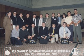 Miembros de la Asociación Colombiana de Neurocirugía en el XXX Congreso latinoamericano de Neurocirugia. Lima - Perú 2002.