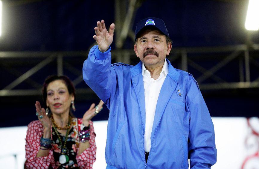 Las bandejas que Ortega está sirviendo