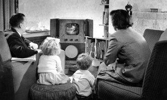 Family-watching-televisio-006