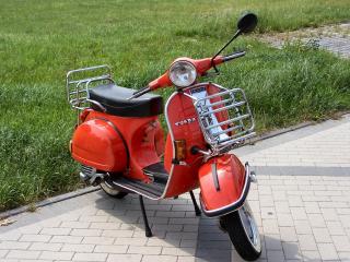 moto scooter-viejo-estilo_19-106267
