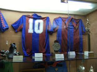 File:Maradona Barcelona shirt.jpg - Wikimedia Commons La trayectoria de Maradona