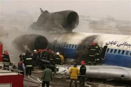 Mueren 77 al caer avión en Irán