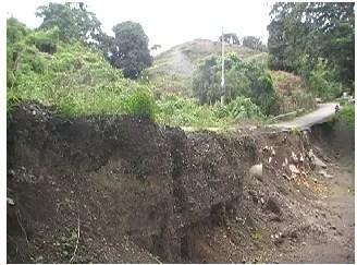 Foto de la carretera de Sabana de la Mar, deprimente..