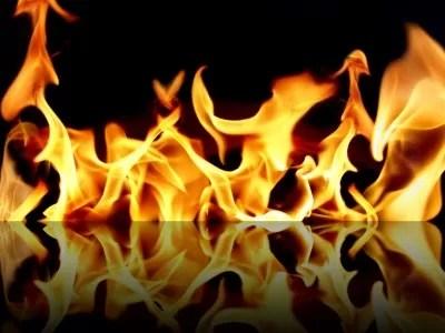 Incendio destruye nave de empresa en la capital