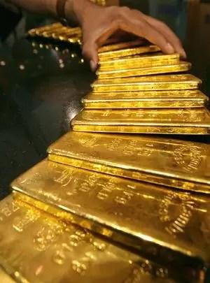 El oro marca otro récord al llegar a los 1.511 dólares en Londres