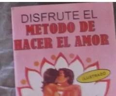 """Libro sobre """"El método de hacer el amor"""" se vende como pan caliente en la pulga"""
