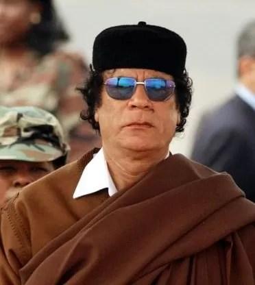 Tras masacrar a su pueblo, Khadafi pide dialogar