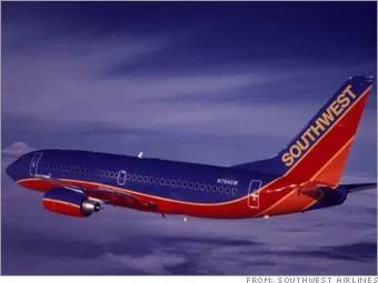 Southwest cancela 300 vuelos y revisa 79 aviones tras aterrizaje de emergencia