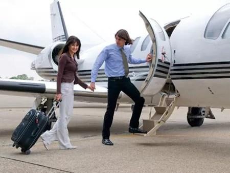 RD promueve seguridad y turismo de avión