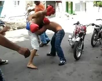 Una peleita callejera en Santiago Rodríguez (video)