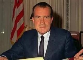 Según un libro a Richard Nixon ex presidente de Estados Unidos se le mojaba la canoa