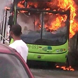 Imagen: Omsa se quema y ocasiona gran tapón en el KM 9 de la Duarte