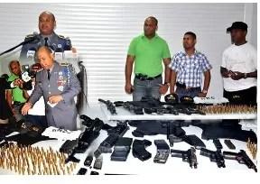 Apresan cuatro  sicarios y les ocupa arsenal de armas largas
