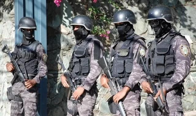 Envían los Swats a la casa del periodista denunció supuesta cuenta en euros de la Primera Dama