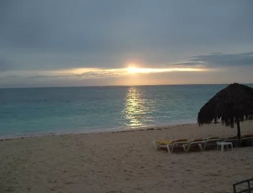 Prohíben uso de playas  por vaguada asociada al huracán Joaquín