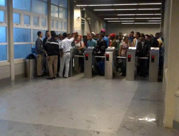 Es obligatoria la recarga de $140 pesos en tarjetas del Metro SD