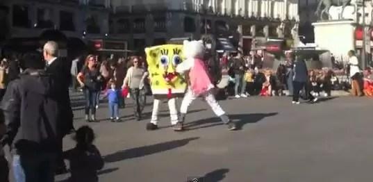 Crisis en España: Bob Esponja y Hello Kitty se fueron al puño por clientes