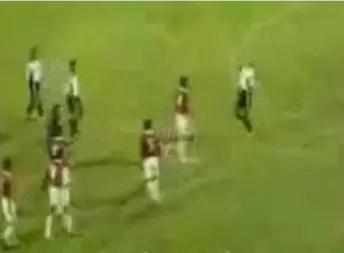 Increíble: Jugador de fútbol endemoniado. Mira el video