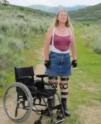 Mujer lucha por convertirse en parapléjica a propósito