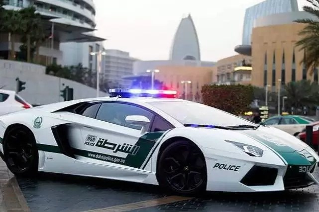 ¿Por qué la policía de Dubai patrulla en un Lamborghini?