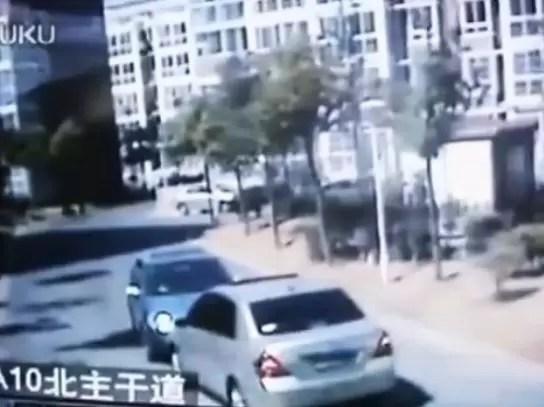 Esto pasa cuando se enfrentan dos mujeres al volante