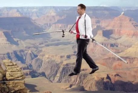 Aventurero de EEUU cruzará el Gran Cañón sobre la cuerda floja y sin nada que lo agarre