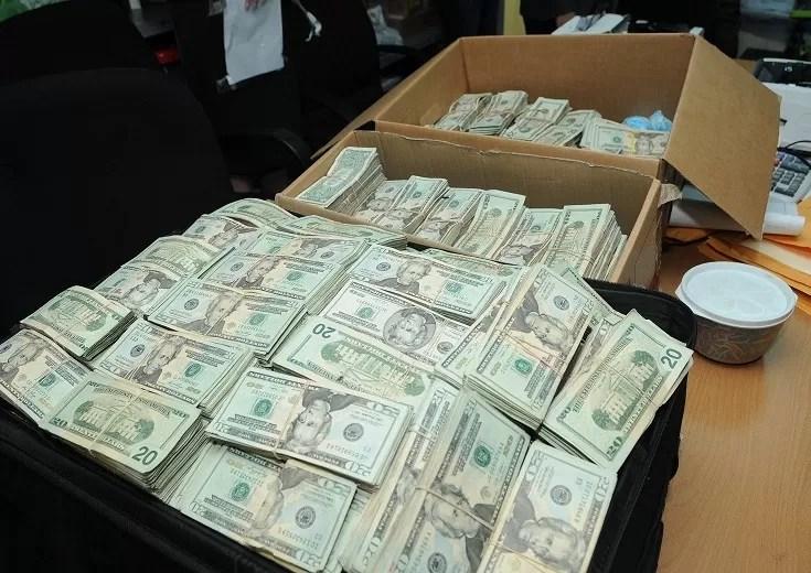 Detienen pasajero que no declaró 477,316.00 dólares que traía desde Nueva York