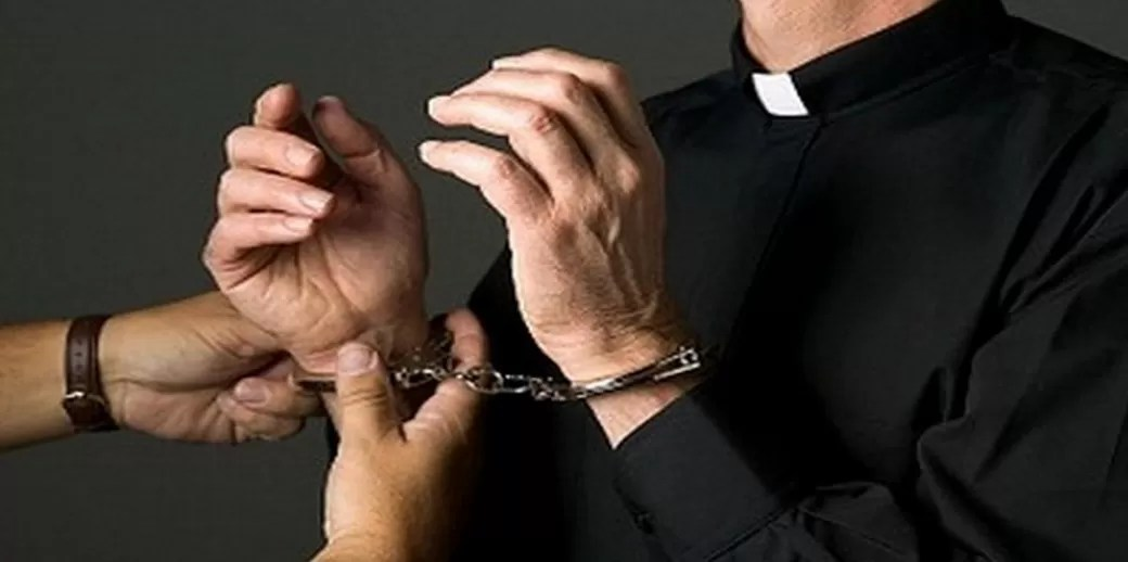 Resultado de imagen para Sacerdote acusado violación a menor es enviado a prisión preventiva por tres meses