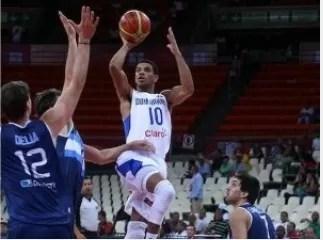 República Dominicana arrasa a Argentina en su debut en el premundial de básquet (video)