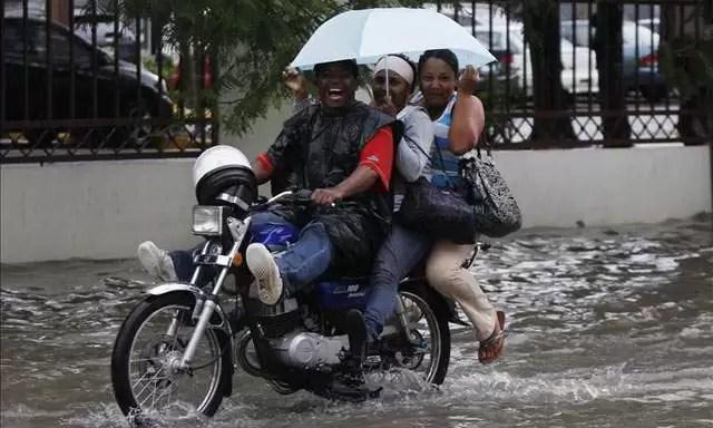 motor lluvia mujeres