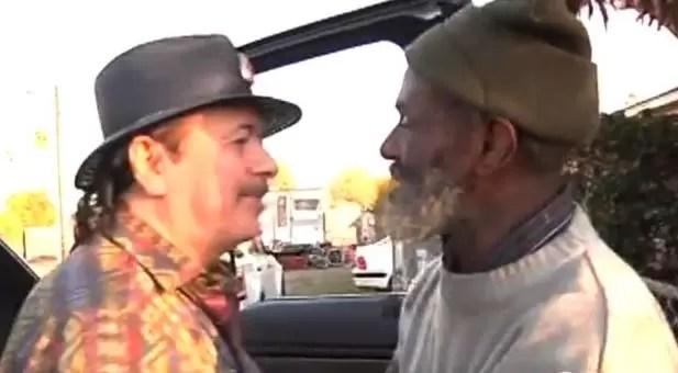 El emotivo encuentro de Carlos Santana con exmiembro de banda, ahora indigente
